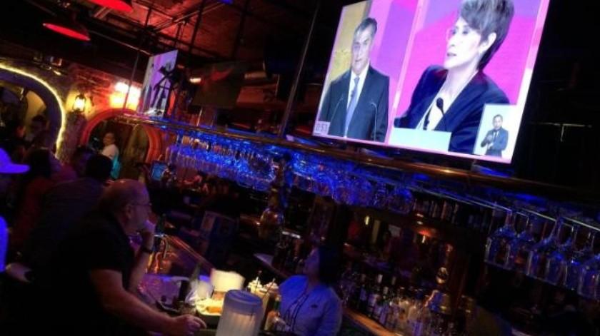 Tijuanenses  ven debate  en bares y restaurantes