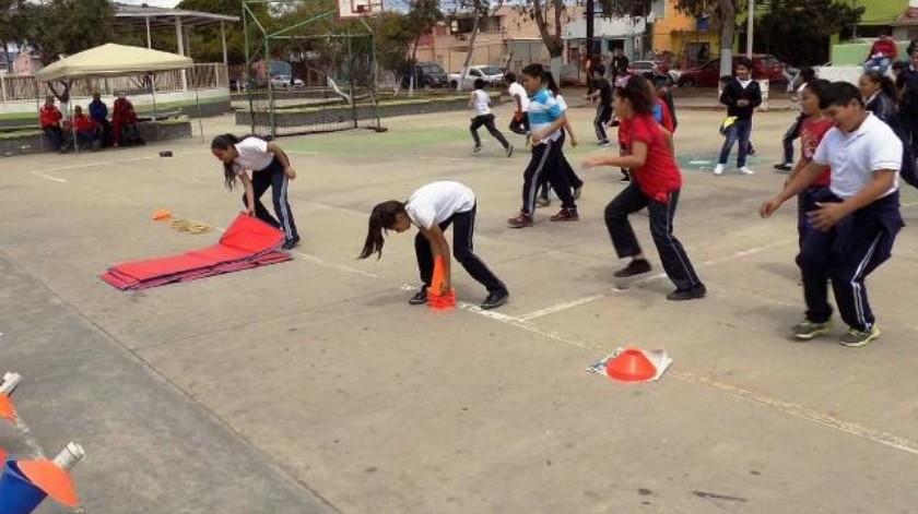 Realizan tercera muestra de la clase de educación física