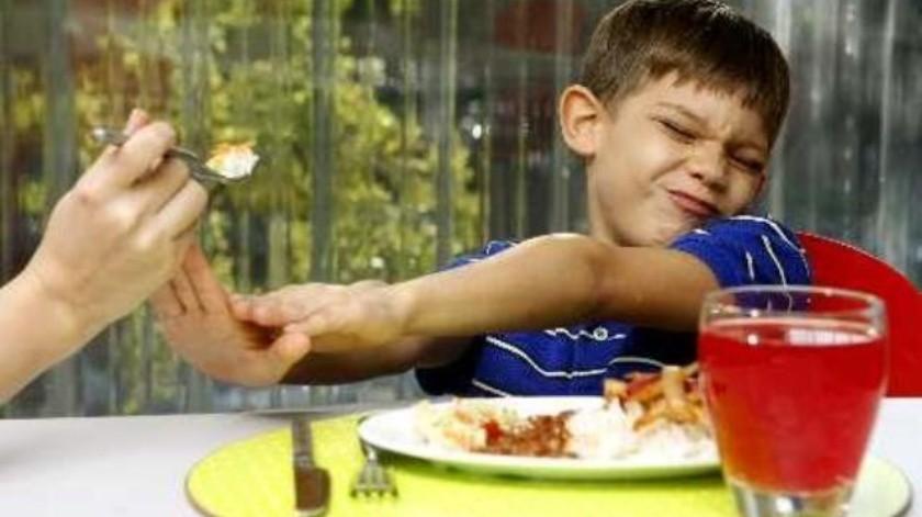 Niños evitan comer para bajar de peso