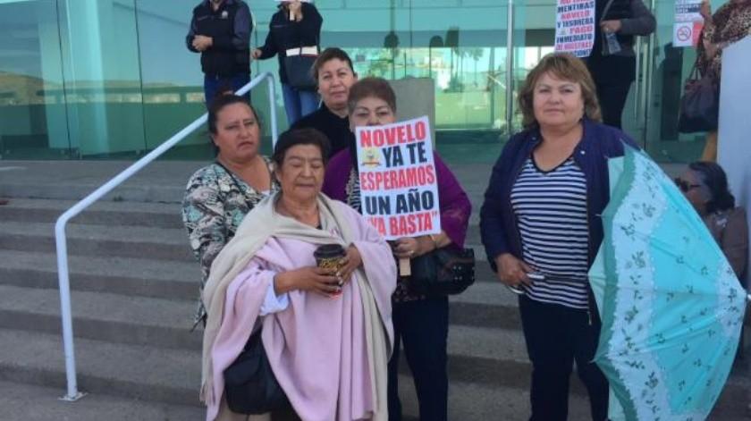Viudas exigen pensiones a Novelo