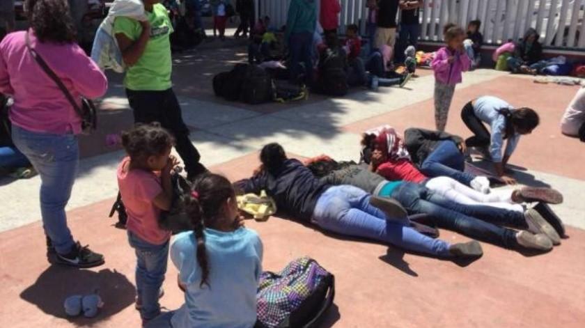 Decenas de migrantes piden visa humanitaria en El Chaparral
