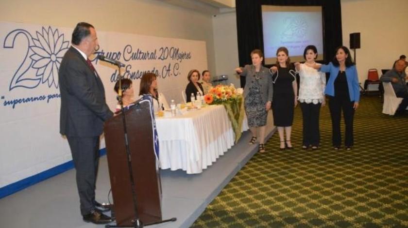 Toma protesta alcalde a nueva mesa directiva Grupo 20 Mujeres