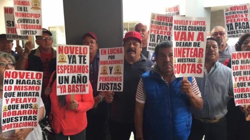 Continúa Ayuntamiento sin cumplir a burócratas