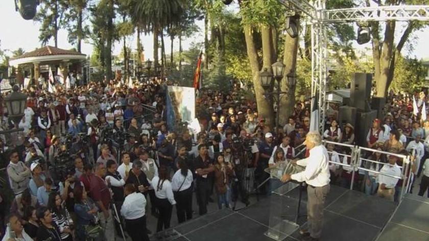 2 mil simpatizantes de AMLO lo recibe en Tecate