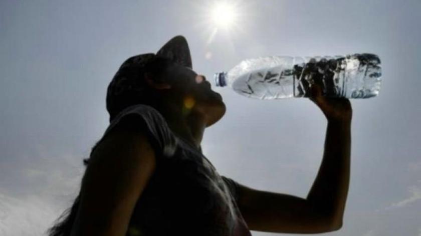 ¿El agua embotellada está contaminada con partículas de plástico?