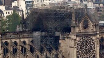 Tras 12 horas de lucha, bomberos apagan totalmente incendio en Notre Dame