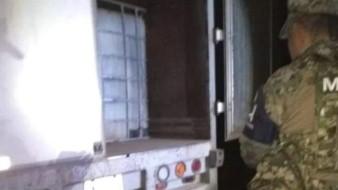 Encuentran 3 mil litros de combustible en vehículo abandonado en Tabasco
