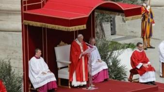 Papa Francisco bendice palmas en inicio de Semana Santa
