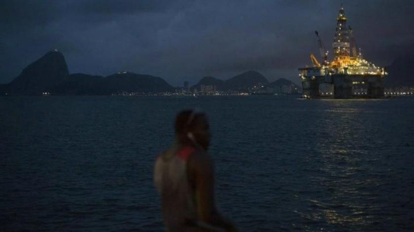 Gobierno de Bolsonaro subastará siete campos petrolíferos pese a riesgo ambiental