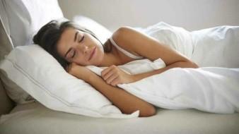 Investigador afirma que las mujeres necesitan dormir 20 minutos más que los hombres