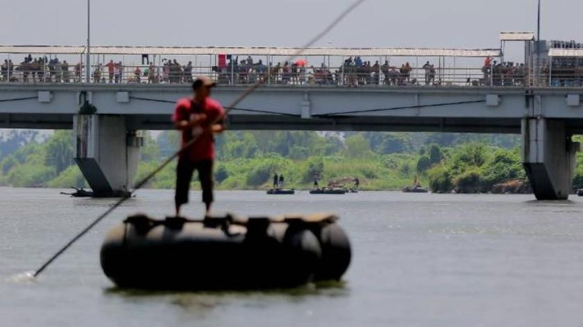 Ingresan a México a la fuerza más de 300 migrantes centroamericanos