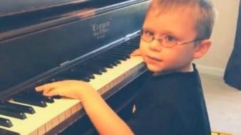 VIDEO: Niño invidente aprendió a tocar piano a los 11 meses, se presentará en concierto y tocará