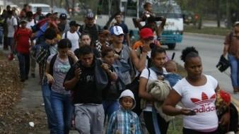 Nueva caravana de migrantes hondureños parte a Guatemala; planean llegar a EU