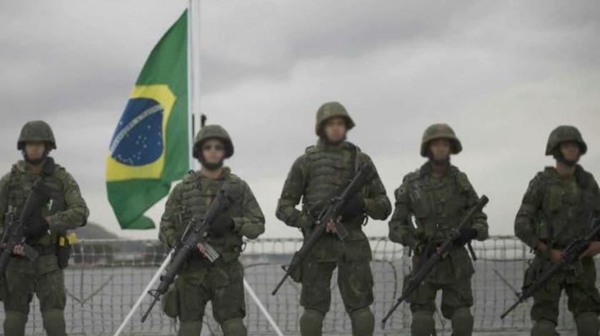 Ejército de Brasil confunde auto de padre de familia con el de criminales y lo matan de 80 balazos
