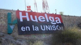 VIDEO: Sindicatos universitarios colocan bandera rojinegra en el Cerro de la Campana