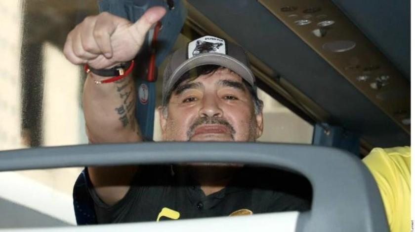 Hace Diego Maradona singular dedicatoria y se ''echa encima'' a la FMF