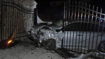 Auto se estrella contra reja de casa de playa de Taylor Swift