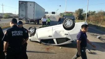 Termina llantas para arriba en carretera Federal México 15; hay un lesionado