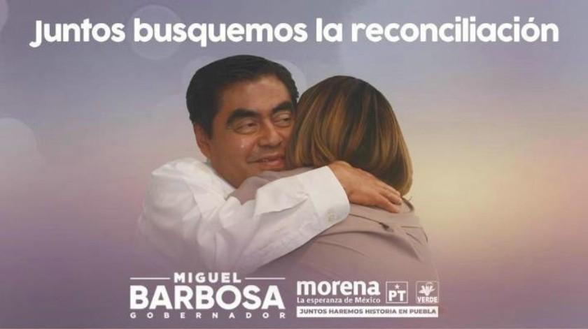 Interpretan que foto de propaganda de Miguel Barbosa abraza a Martha Érika Alonso