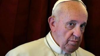 Explica El Vaticano rechazos del papa Francisco a besos en su anillo