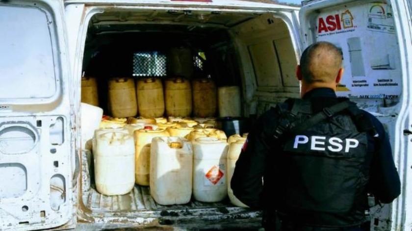 """Guaymas: Detienen a dos huachicoleros en """"Las Playitas""""; traían 315 bidones con gasolina"""