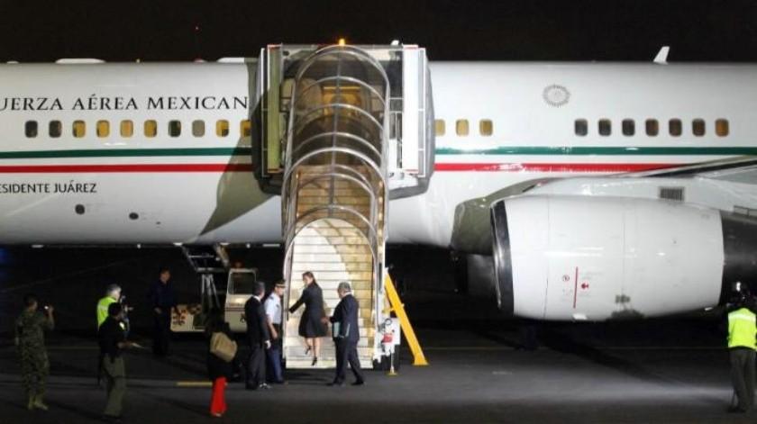 Comitiva de EPN bebió 746 botellas de alcohol a bordo del avión presidencial