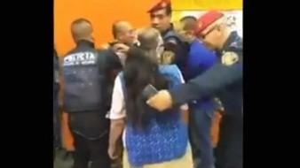 """VIDEO: """"No todas somos dejadas""""; mujer se defiende de agresor en Metro de CDMX"""