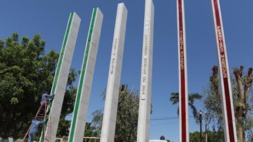 Personal de Ayuntamiento limpió la Plaza de los Niños Héroes para el evento del aniversario de la gesta heroica. Foto: Anahí Velásquez