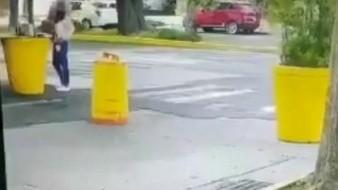 VIDEO: El momento exacto en el que una mujer es atropellada y apuñalada por su esposo afuera de Casa Jalisco