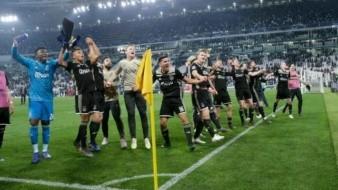 Con ''hater'' Ajax refuerza su portería; le imponen insual sanción de reivindicación