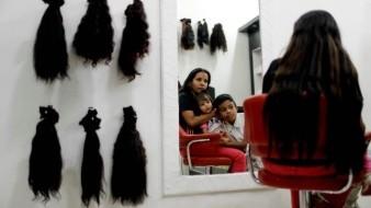 Crisis obliga a venezolanas a vender su cabello