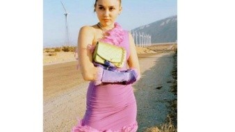 Se desnuda Miley Cyrus por Pascua