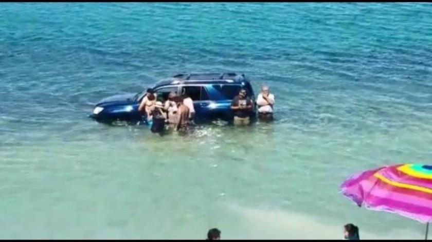 Daña la marea a 30 automóviles en Puerto Peñasco
