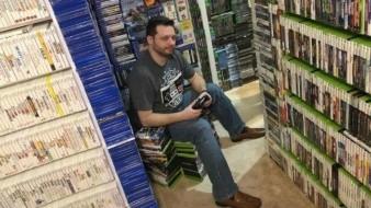 Este hombre tiene la colección de videojuegos más grande del mundo
