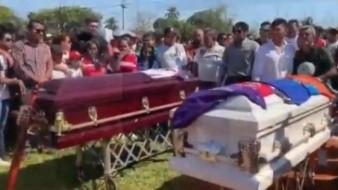 Entierran a bebé y a su papá juntos en Minatitlán