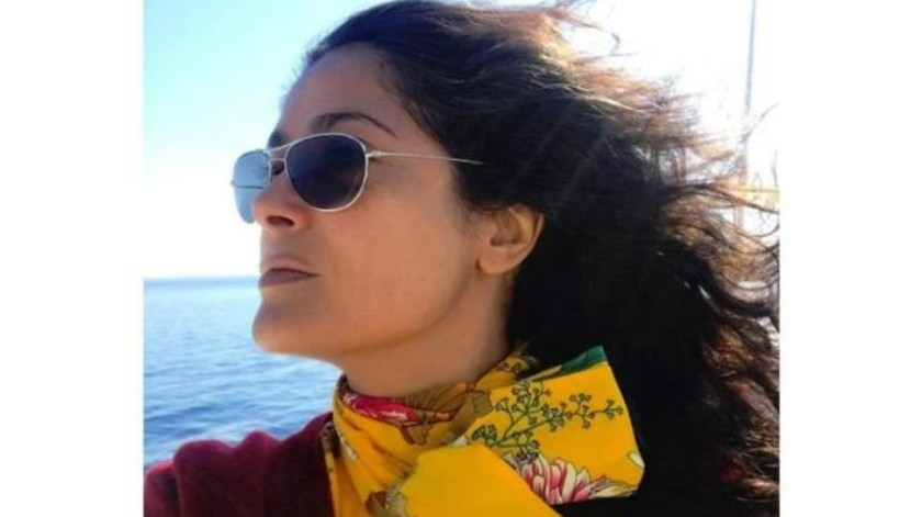 Busca Salma Hayek trufas con ayuda de dos peludos