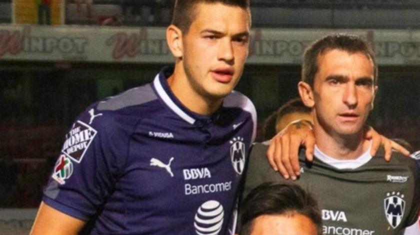 VIDEO: Sufre sonorense César Montes conmoción al chocar contra Johan Vásquez