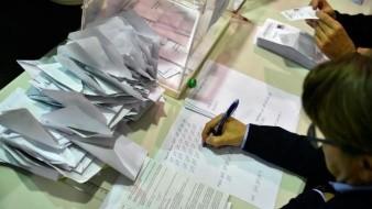 España inicia conteo electoral, Partido Socialistas tendrían mayoría de votos