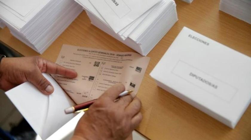 Españoles acuden a votar con la vista puesta en la ultraderecha