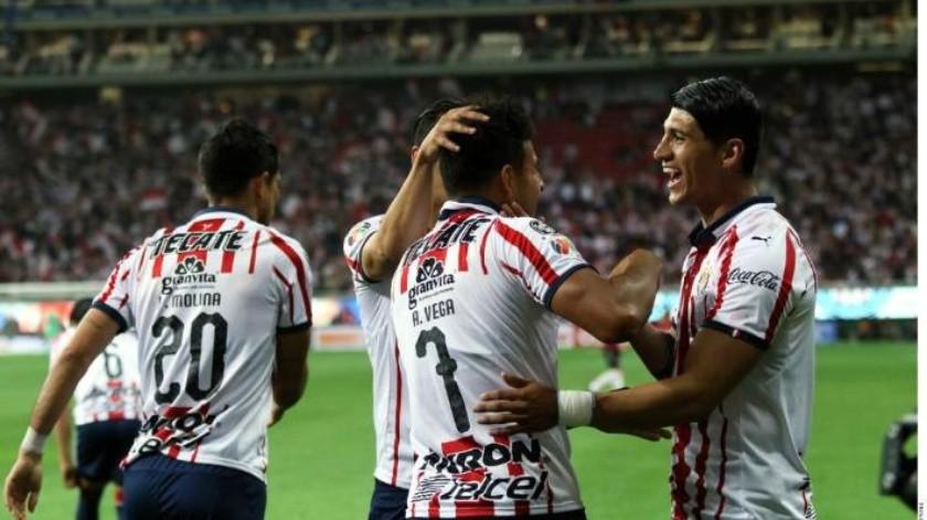 ¡Triunfo Pulido! Quitan Chivas invicto al León; acaban sequía de victorias