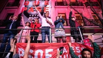 Pedro Sánchez, actual presidente de gobierno, celebró el triunfo de su partido la noche del domingo.