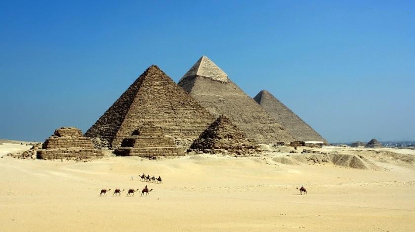 Un joven egipcio fue detenido este miércoles 1 de mayo al escalar hasta la cima de la Pirámide de Guiza y tirar piedras a los agentes que lo perseguían, indicó el Ministerio de Antigüedades egipto.(Ilustrativa/Pixabay)