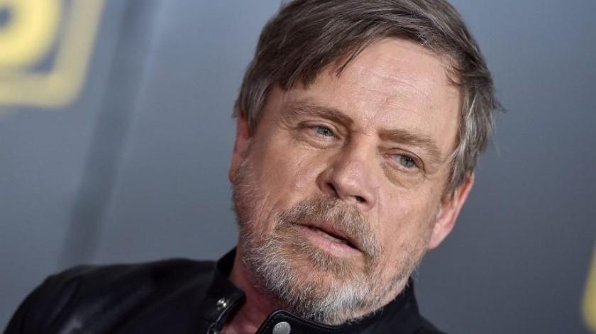 """Mark Hamill, quien dio vida a """"Luke Skywalker"""" desde el episodio VI: """"Una nueva Esperanza"""" externó a través de Twitter su tristeza por su compañero de set."""
