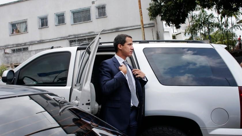 El líder opositor Juan Guaidó llama a una nueva movilización, esta vez frente a las instalaciones militares en su intento de ganar a las fuerzas armadas.(AP)