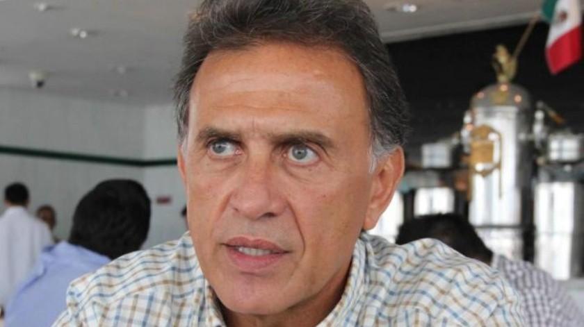 Yunes Linares denuncia al gobernador Javier Duarte