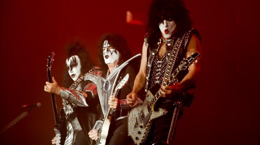 La legendaria banda de rock de Nueva York, Kiss, cerró el festival Domination, que salió al escenario con pirotecnia y fuego en todo el escenario, haciendo gritar de euforia a las 60 mil personas que asistieron para pasar un día lleno de metal.(AP)