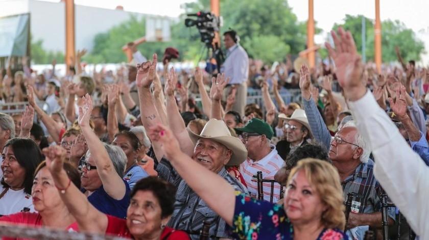 Personas acuden a discurso de AMLO en Monclova, Coahuila.(Twitter@lopezobrador_)