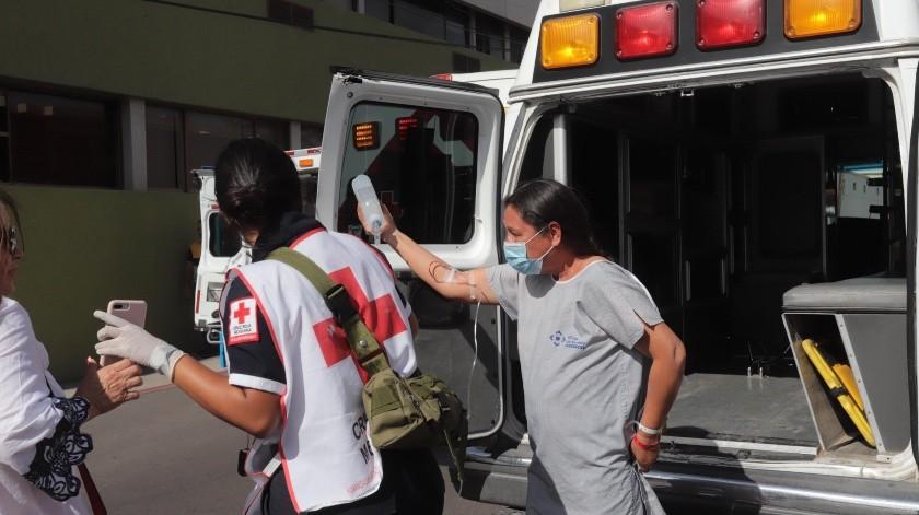 Varias unidades de emergencia se movilizan esta tarde en los alrededores de la Clínica del Noroeste. Primeros reportes indican que se trata de un incendio del cual al momento se desconocen las causas y repercusiones, y tuvo origen en el segundo piso de las instalaciones.