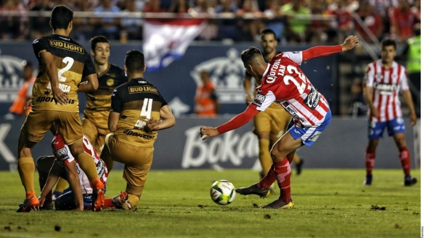 Esto fue lo que le gritaron los jugadores de San Luis a Maradona(Agencia Reforma)