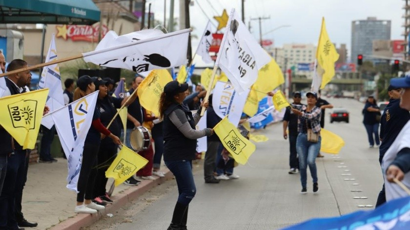 Las porras apoyando a sus candidatos a la Alcaldía de Tijuana.(Jesús Bustamante)